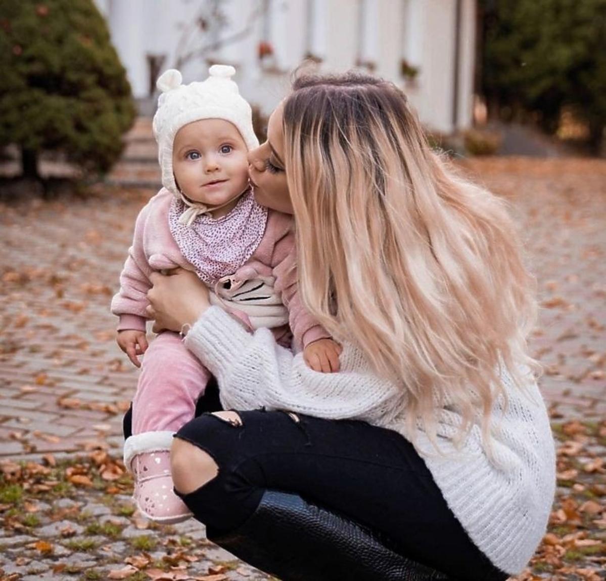 Sylwia Przybysz z córeczką