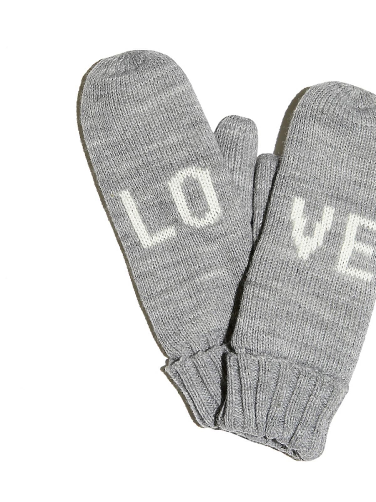 szare rękawiczk z napisem