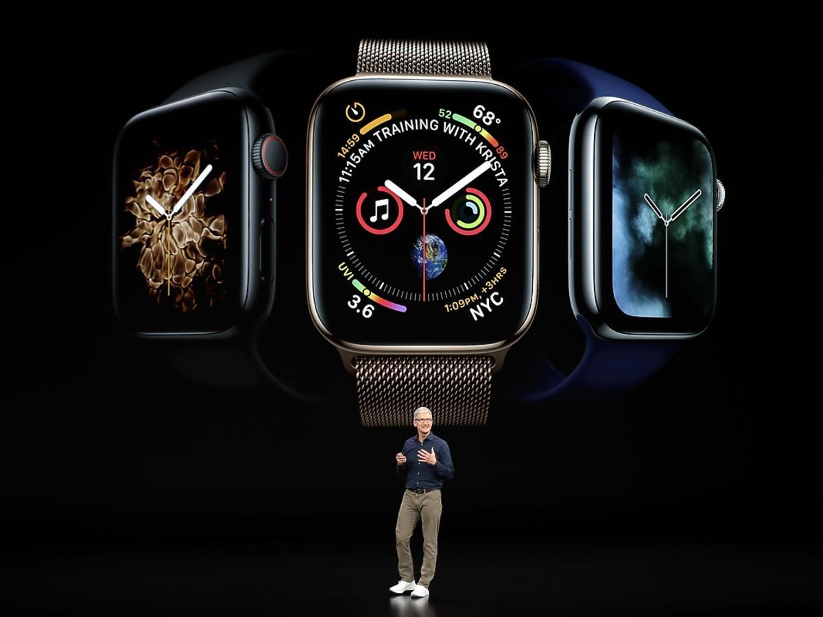 Szef Apple Tim Cook prezentuje nowy zegarek - Apple Watch 4