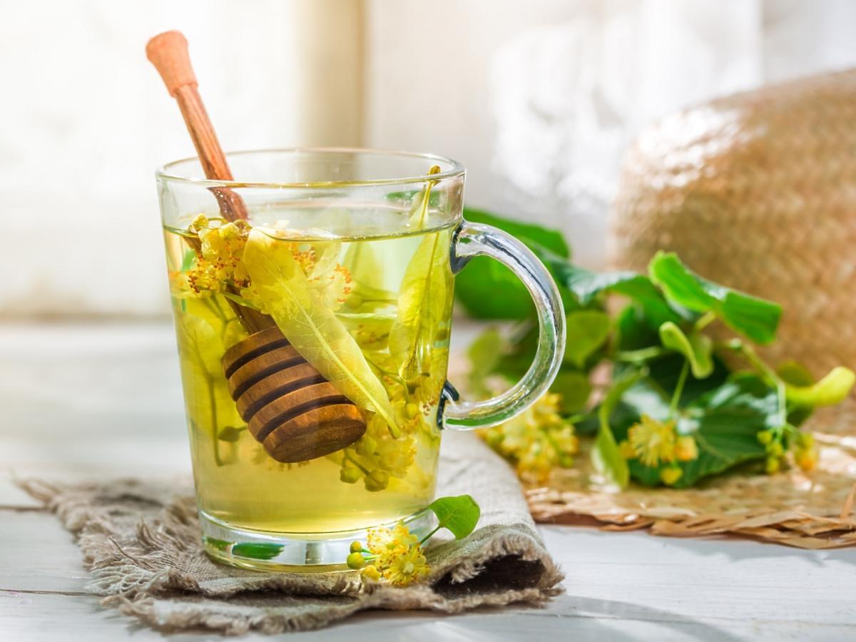 szklanka herbaty z miodem