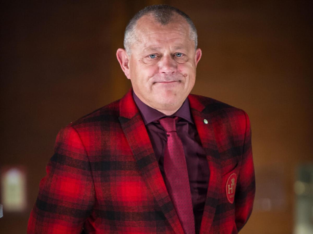 Tadeusz Chudecki w marynarce w kratę