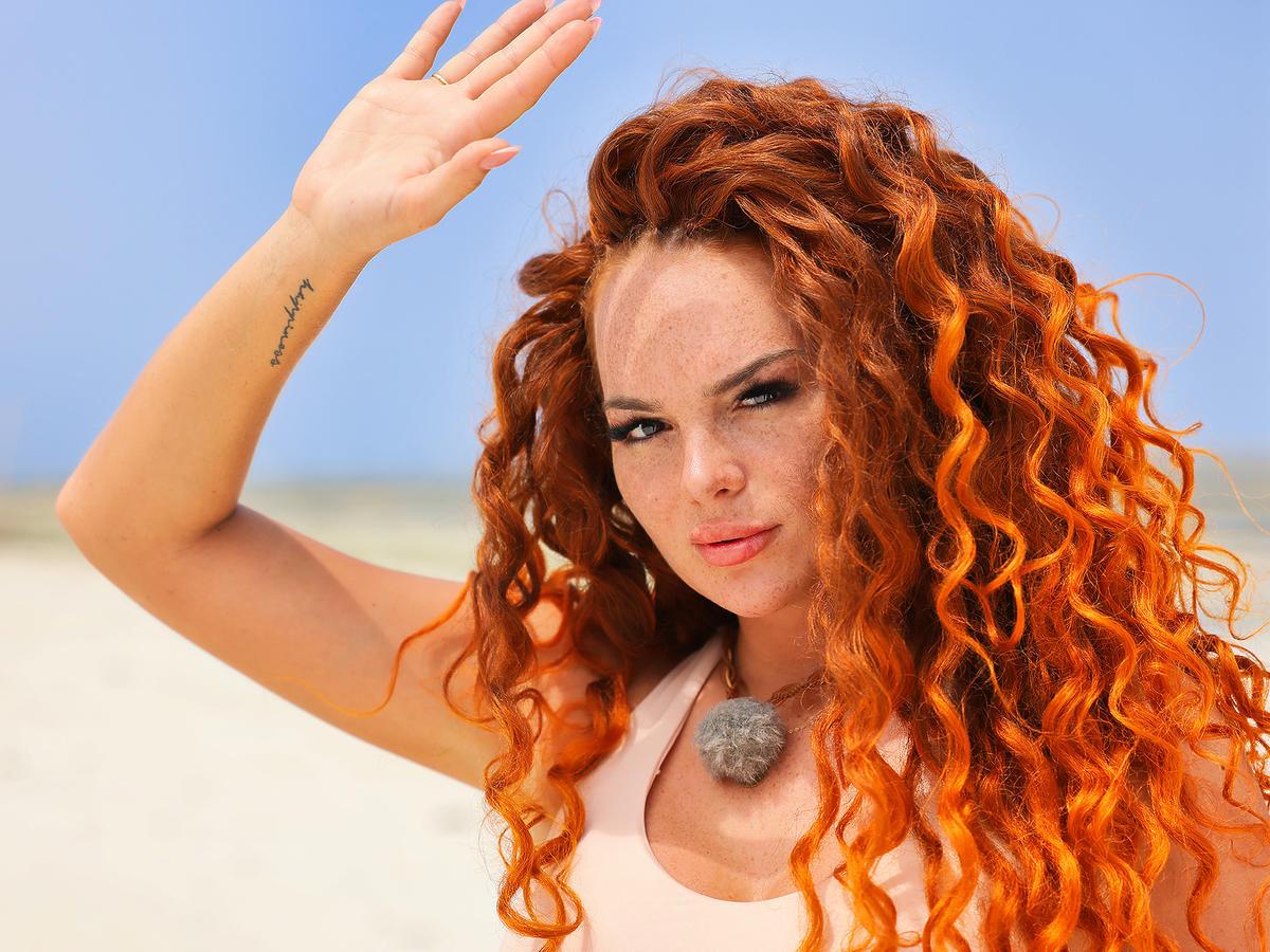 """Tak wyglądała Justyna Michałowska z """"Hotelu Paradise"""" bez doczepianych włosów oraz przed operacją biustu i powiększeniem ust"""