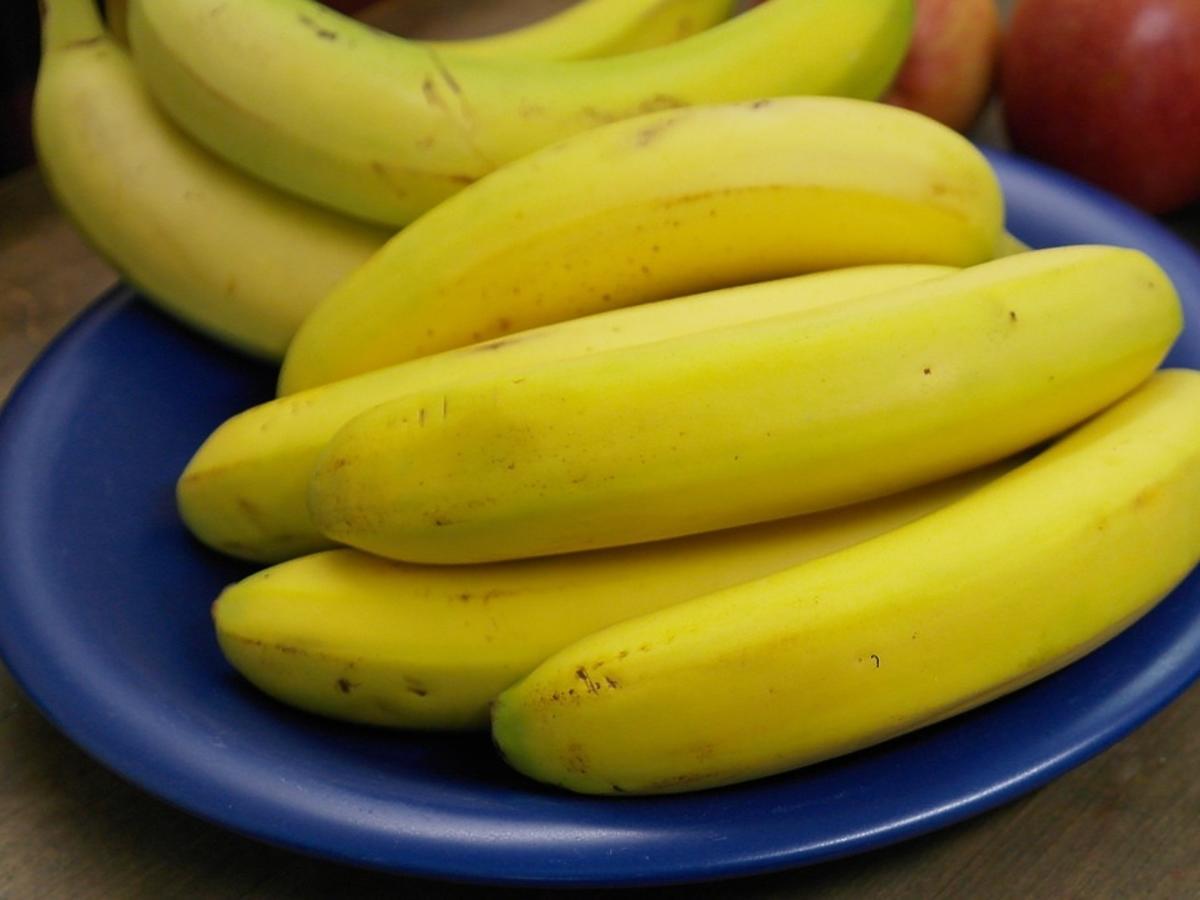 talerz z bananami