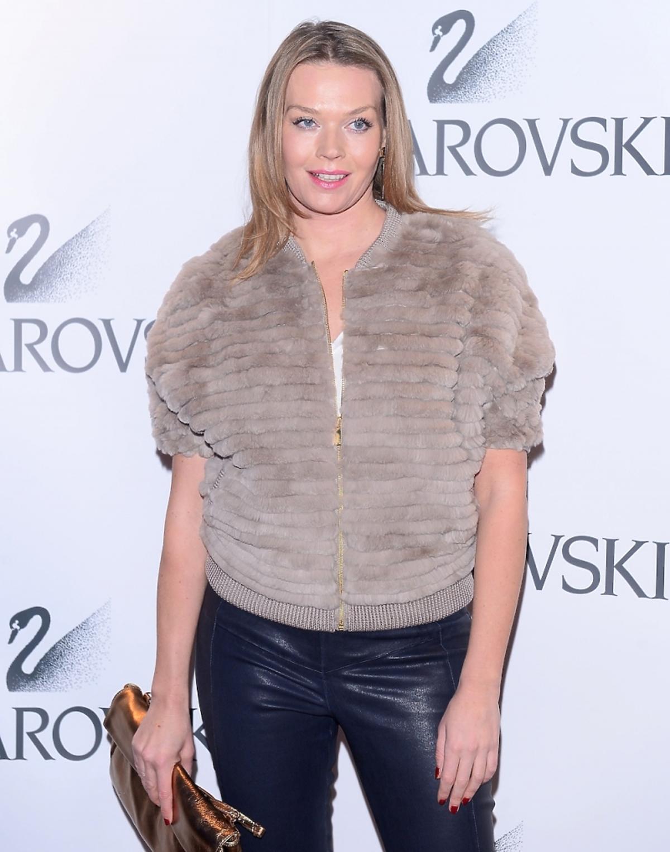 Tamara Arciuch w beżowej kamizelce z futerka