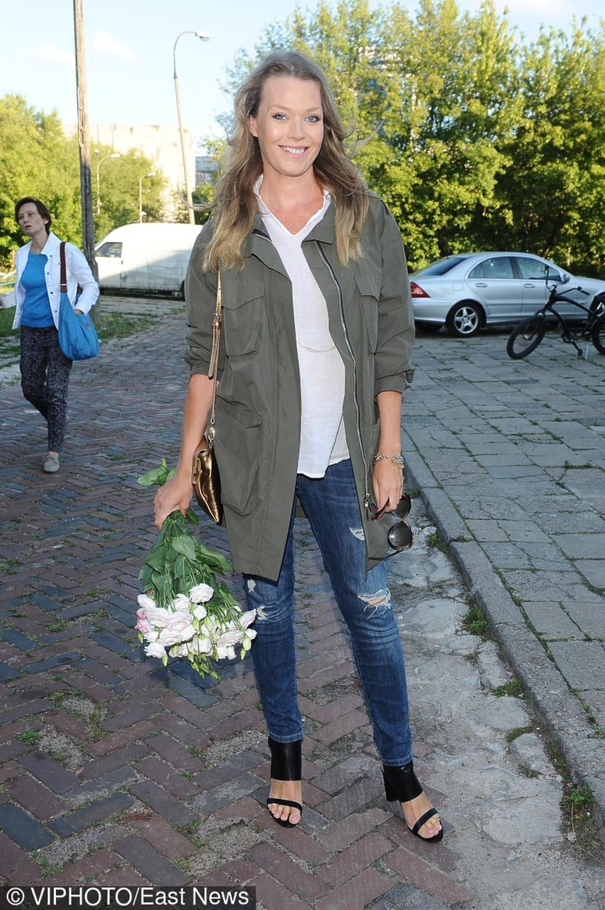 Tamara Arciuch z kwiatami