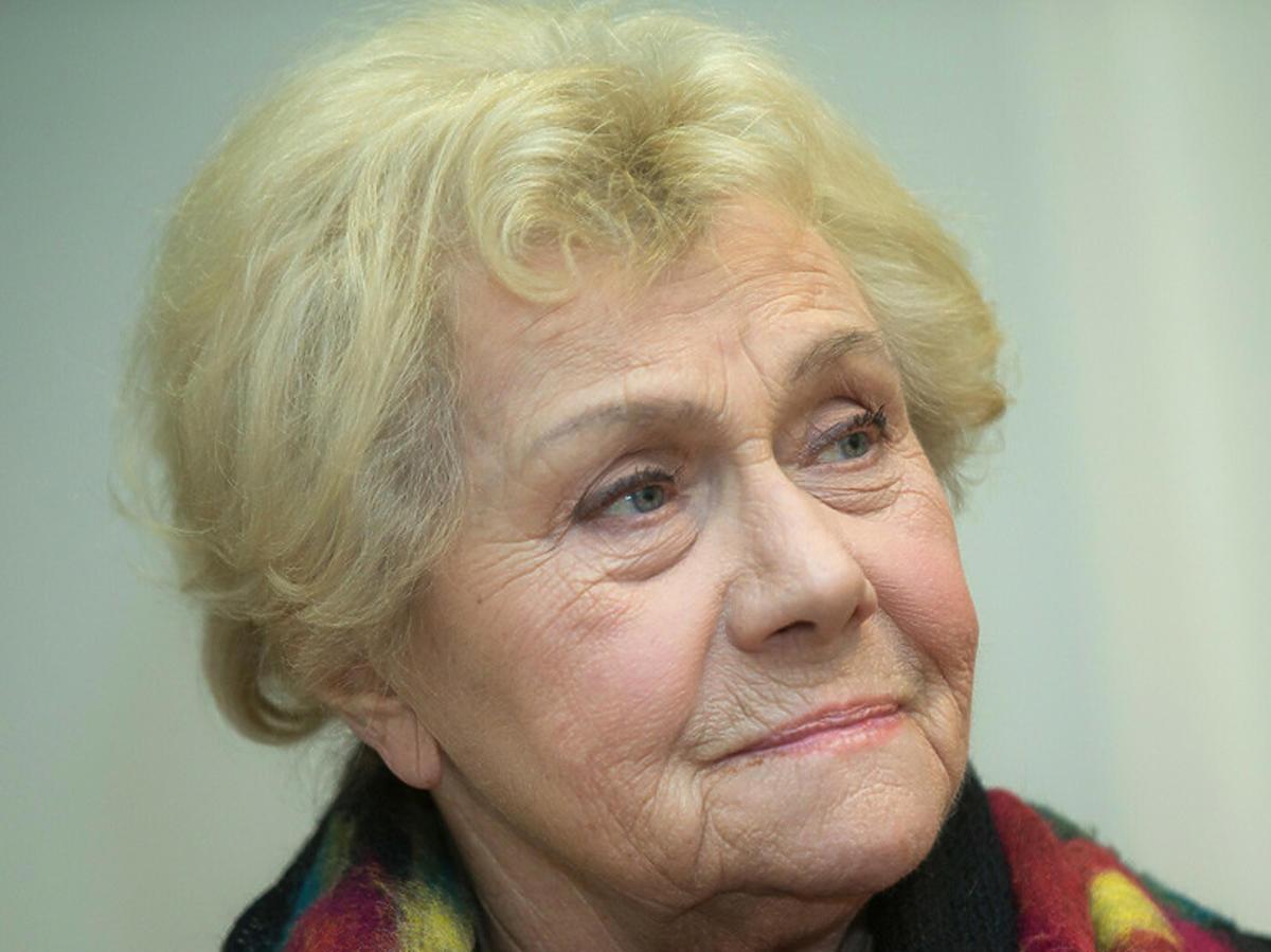 Teresa Lipowska w szalu