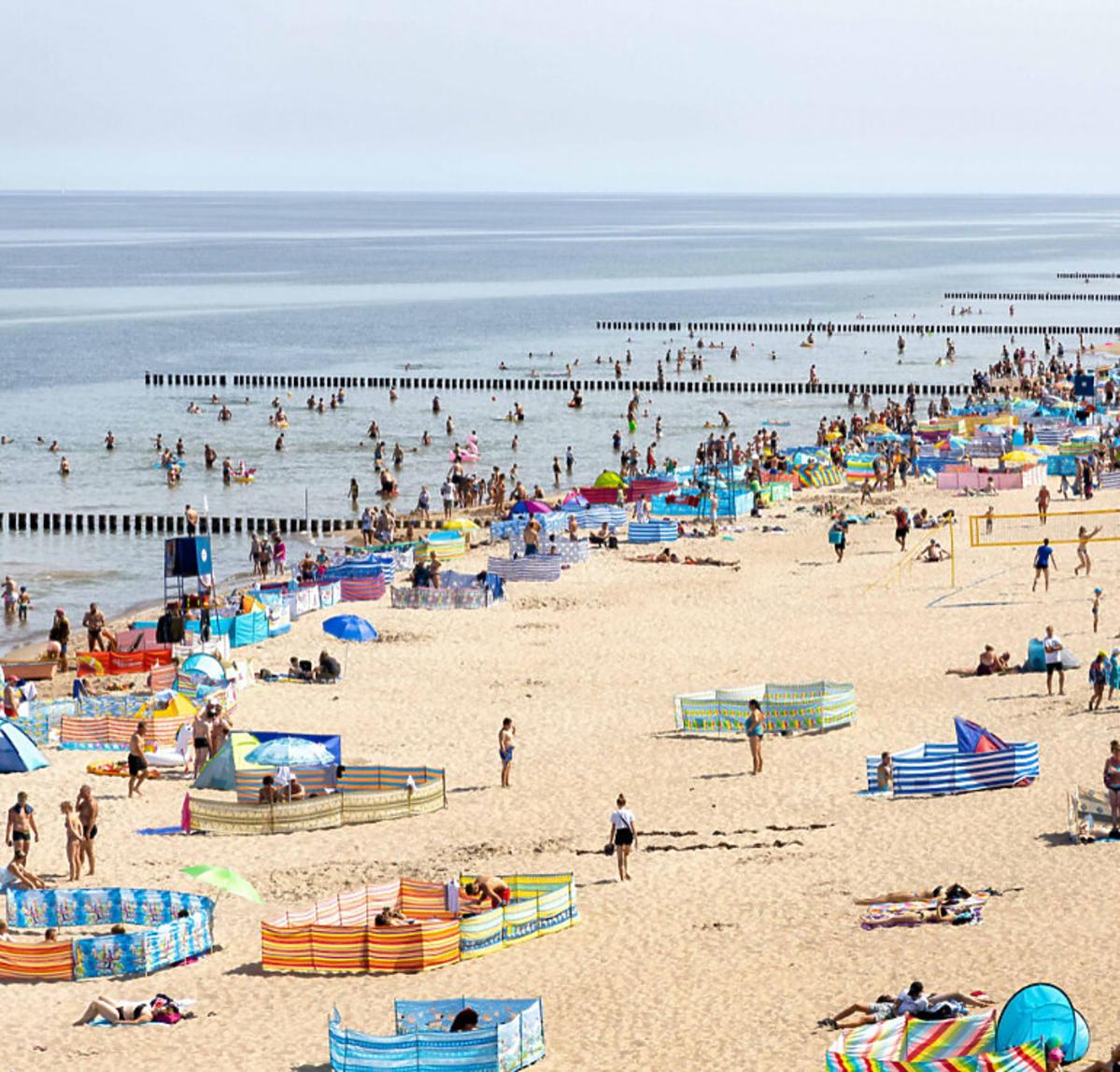 Tłumy turystów na plaży
