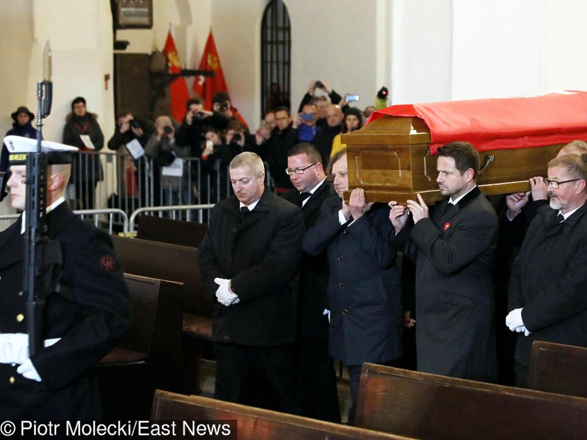 Tłumy żegnają Pawała Adamowicza