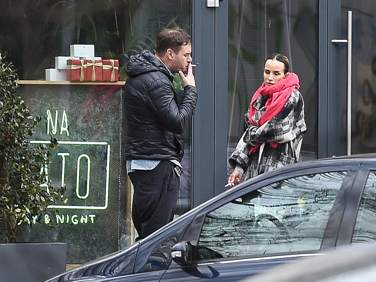 Tomasz Karolak i Viola Kołakowska przyłapani na paleniu papierosów