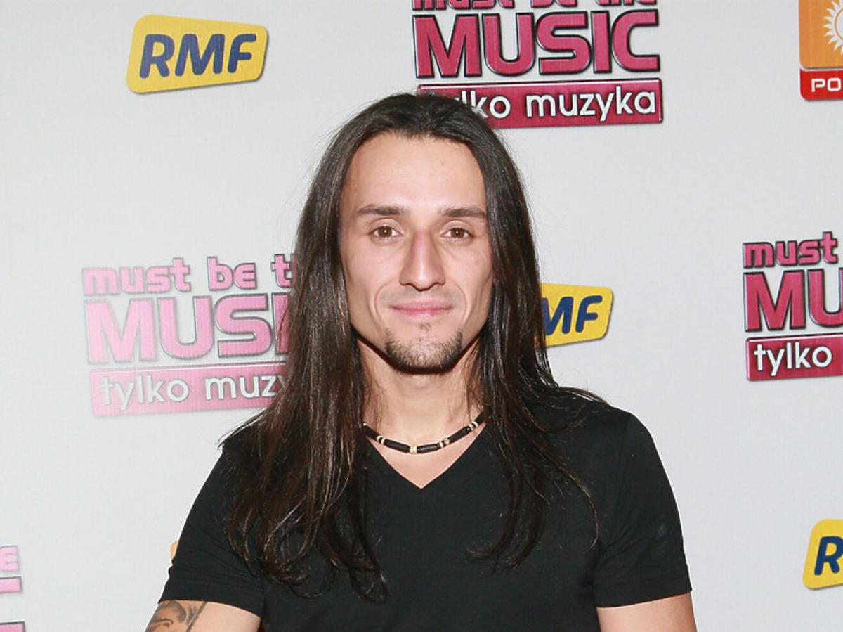 "Tomasz ""Kowal"" Kowalski na ściance ""Must be the music"""