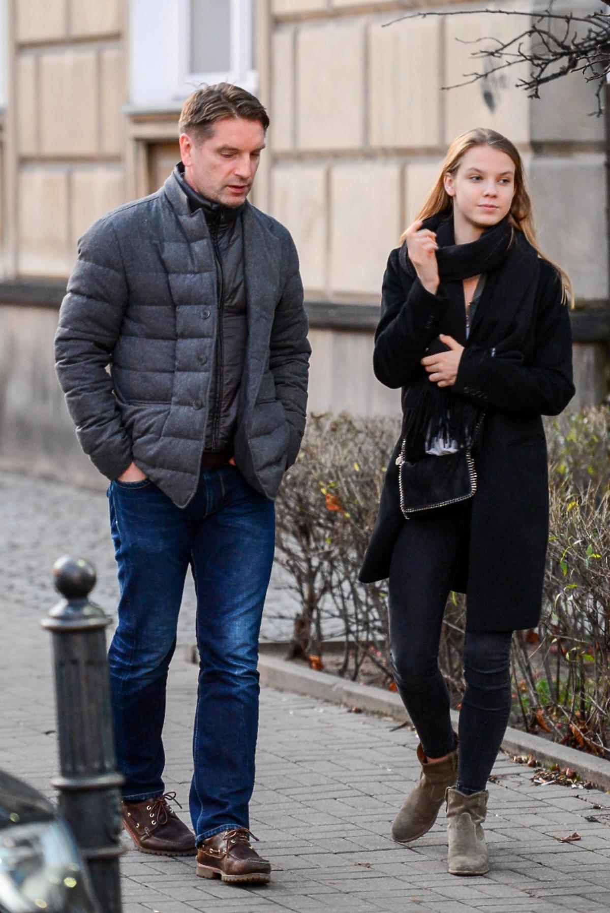Tomasz Lis w pikowanej kurtce