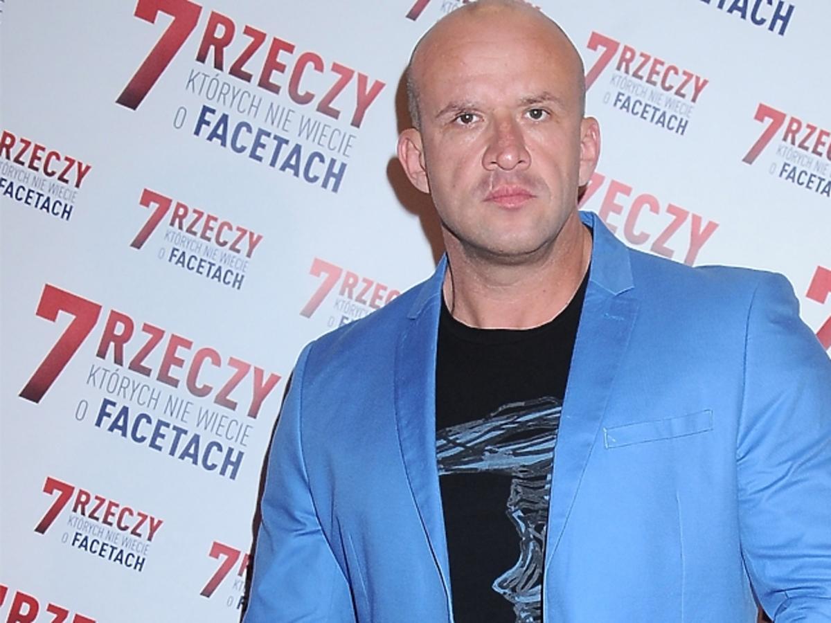 Tomasz Oświeciński w niebieskiej koszulce