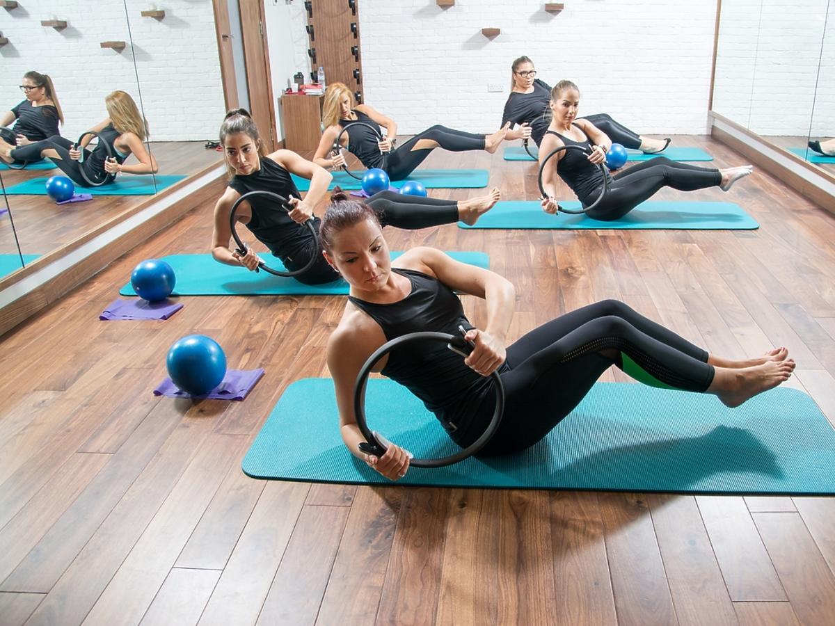 Trening PiYo, czyli połączenie pilatesu i jogi