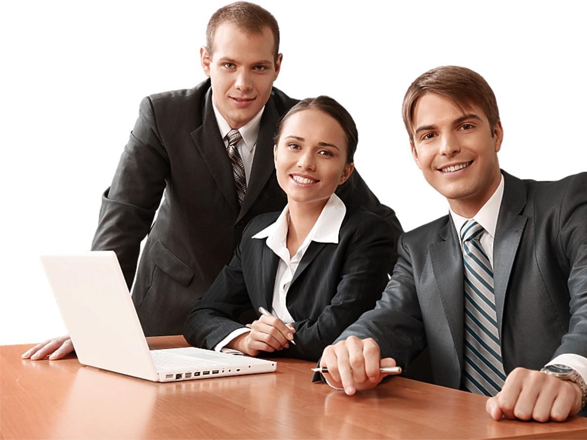 troje młodych ludzi biznesu