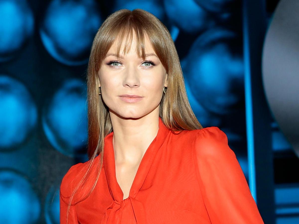 Twoja twarz brzmi znajomo - Kasia Dąbrowska w pomarańczowej sukience