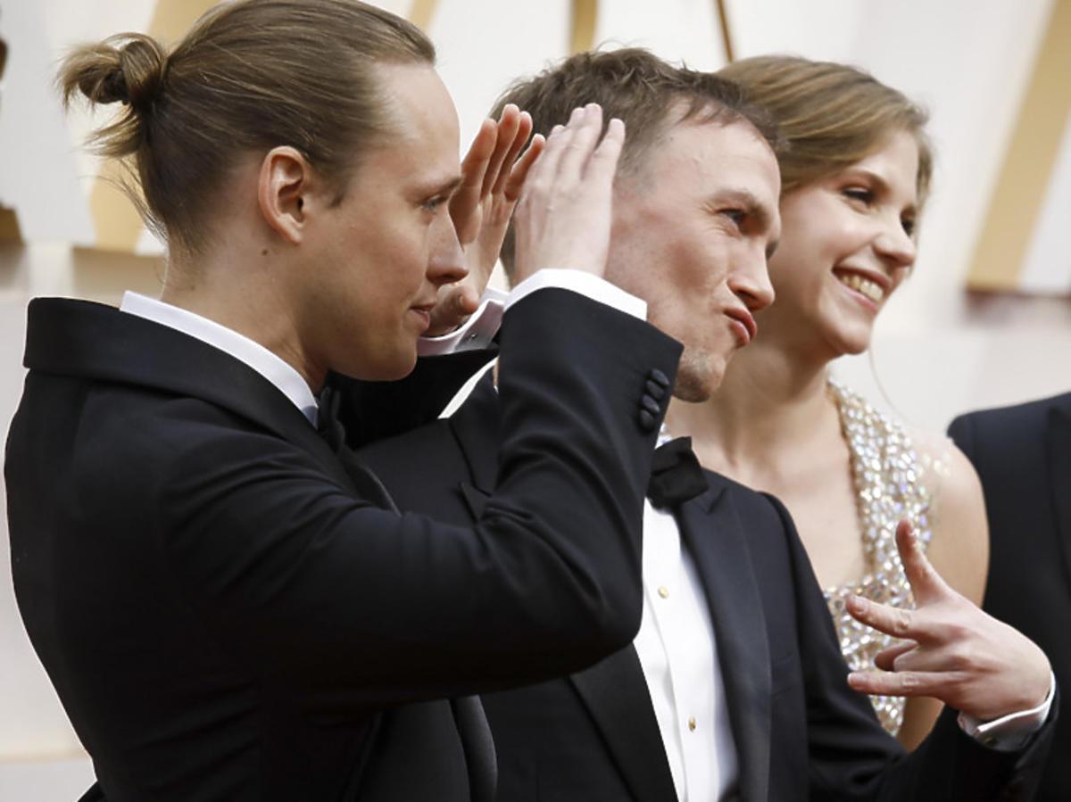 """Twórcy filmu """"Boże ciało"""" na czerwonym dywanie podczas gali Oscarów 2020"""