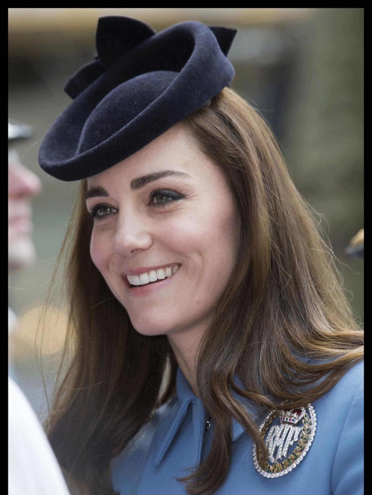 Uśmiechnięta Kate Middleton w drodze do kościoła