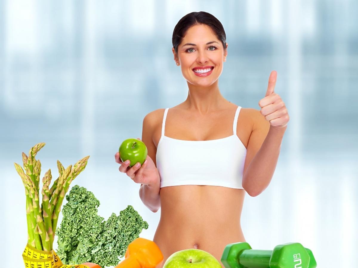 uśmiechnięta kobieta na diecie