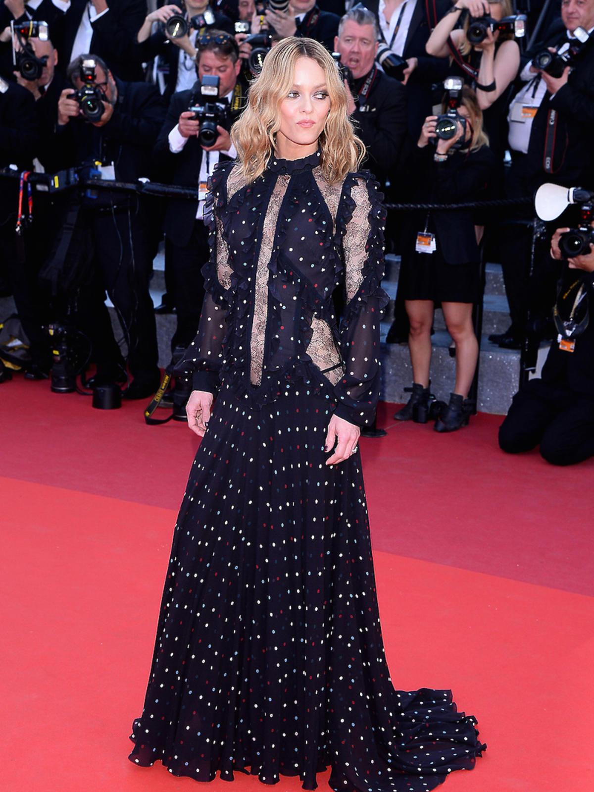 Vanessa Paradis w czarnej sukience