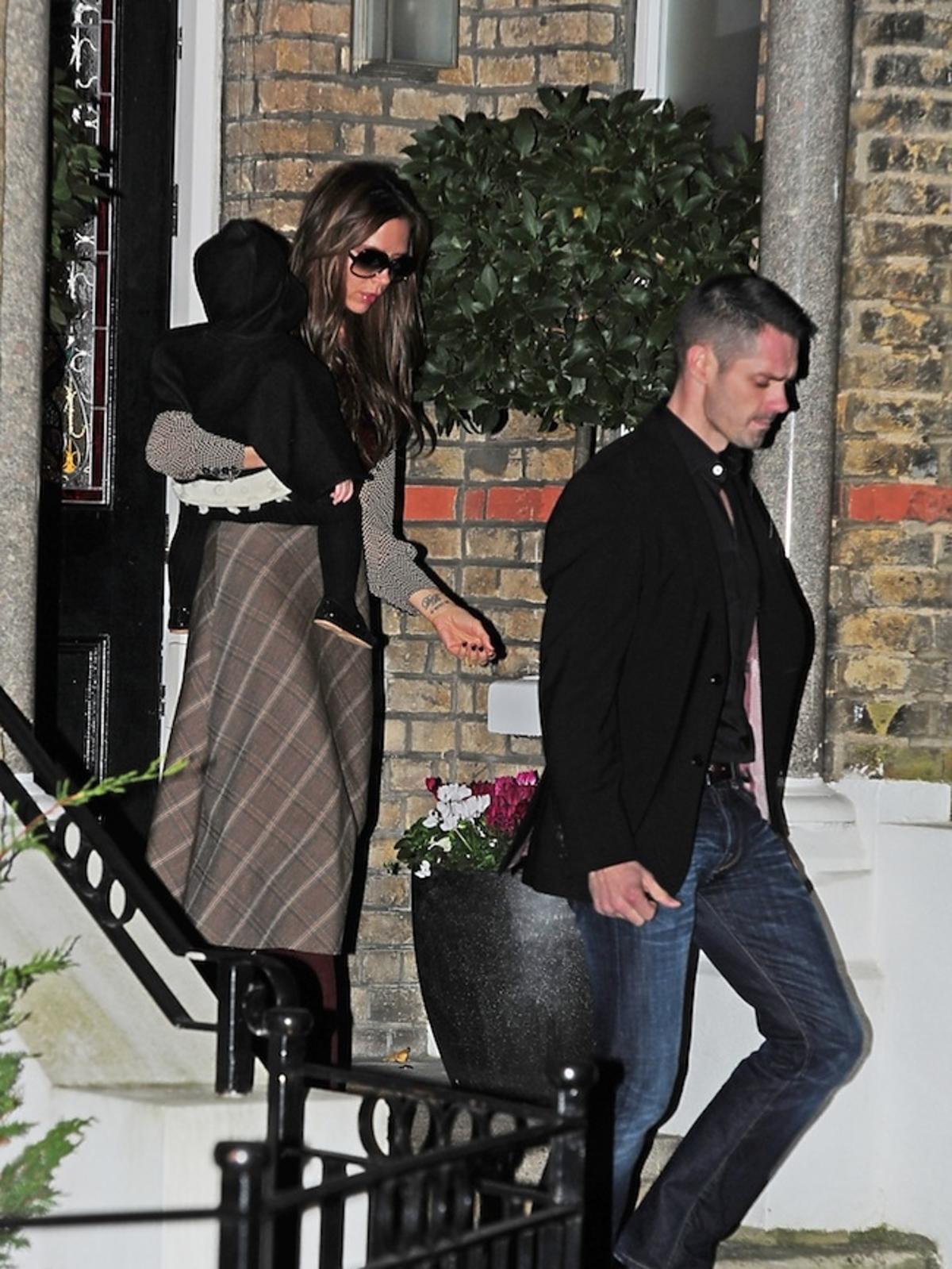 Victoria Beckham i Harper Seven wracają z rodzinnej kolacji w Londynie