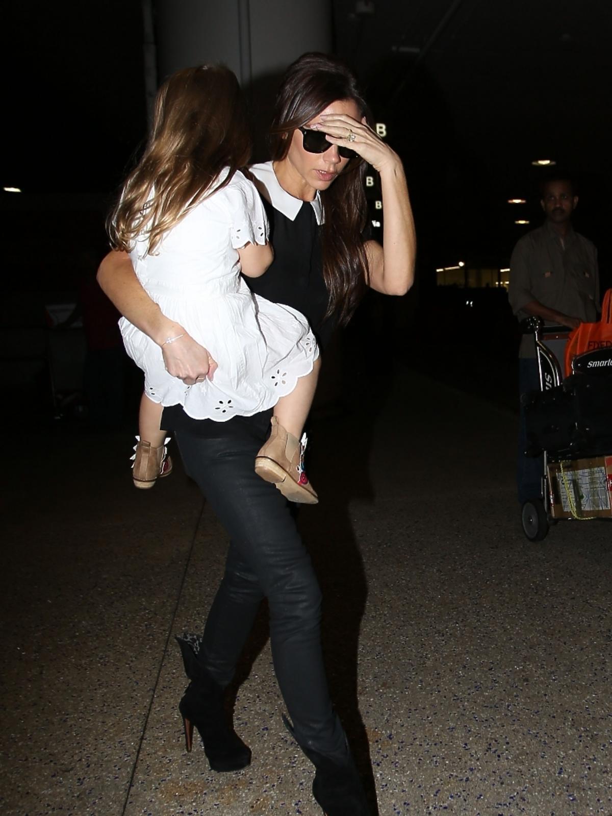 Victoria Beckham na lotnisku z córką
