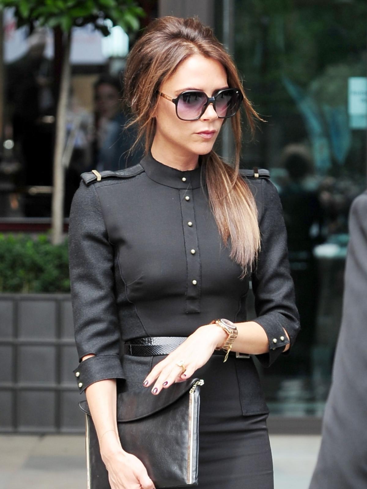 Victoria Beckham w czarnej stylizacji