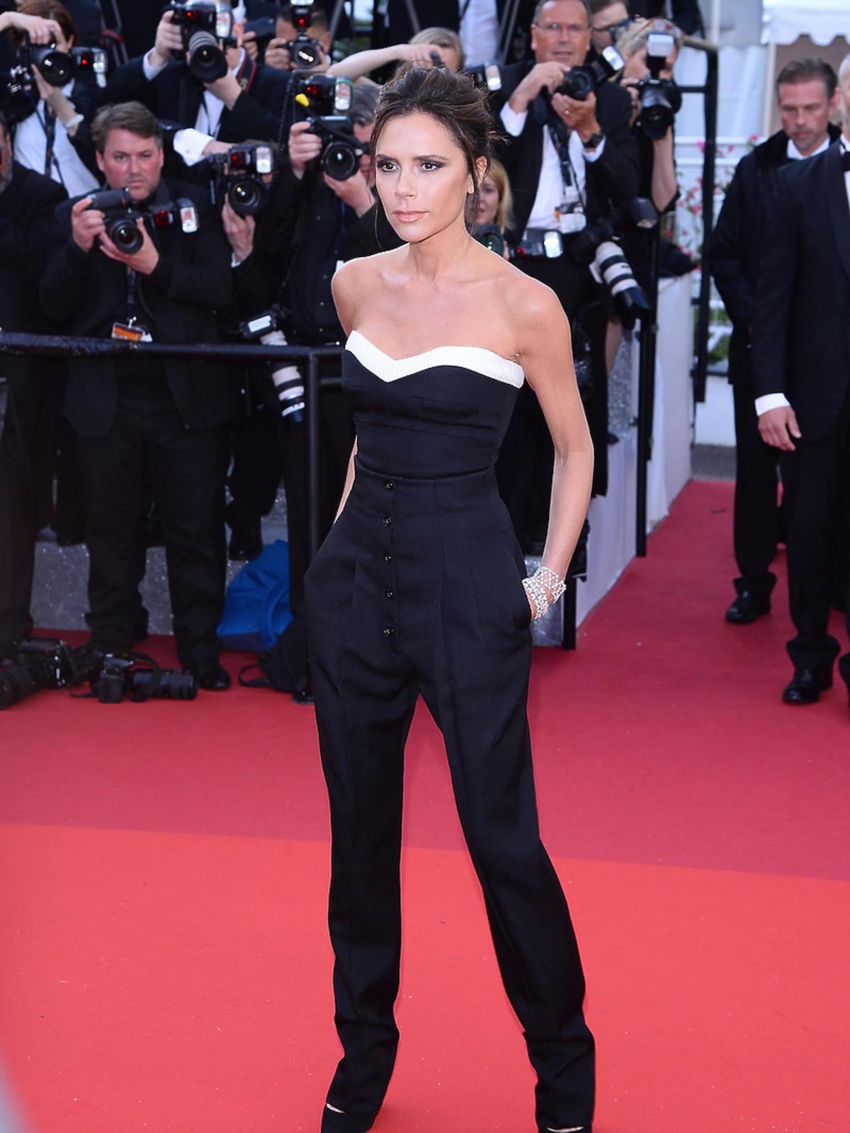 Victoria Beckham w czarnym kombinezonie