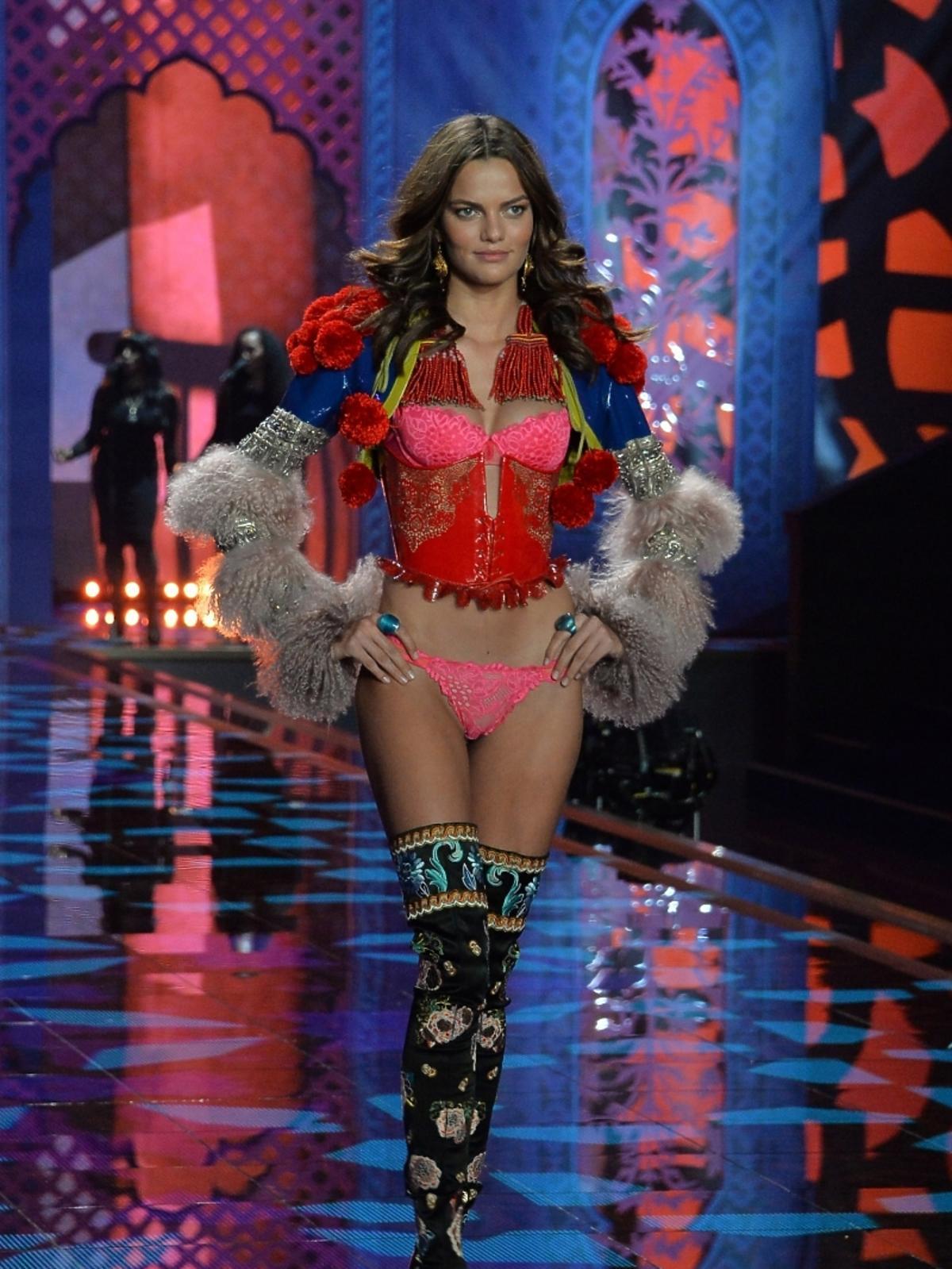 Victoria's Secret Show 2014 - Barbara Fialho