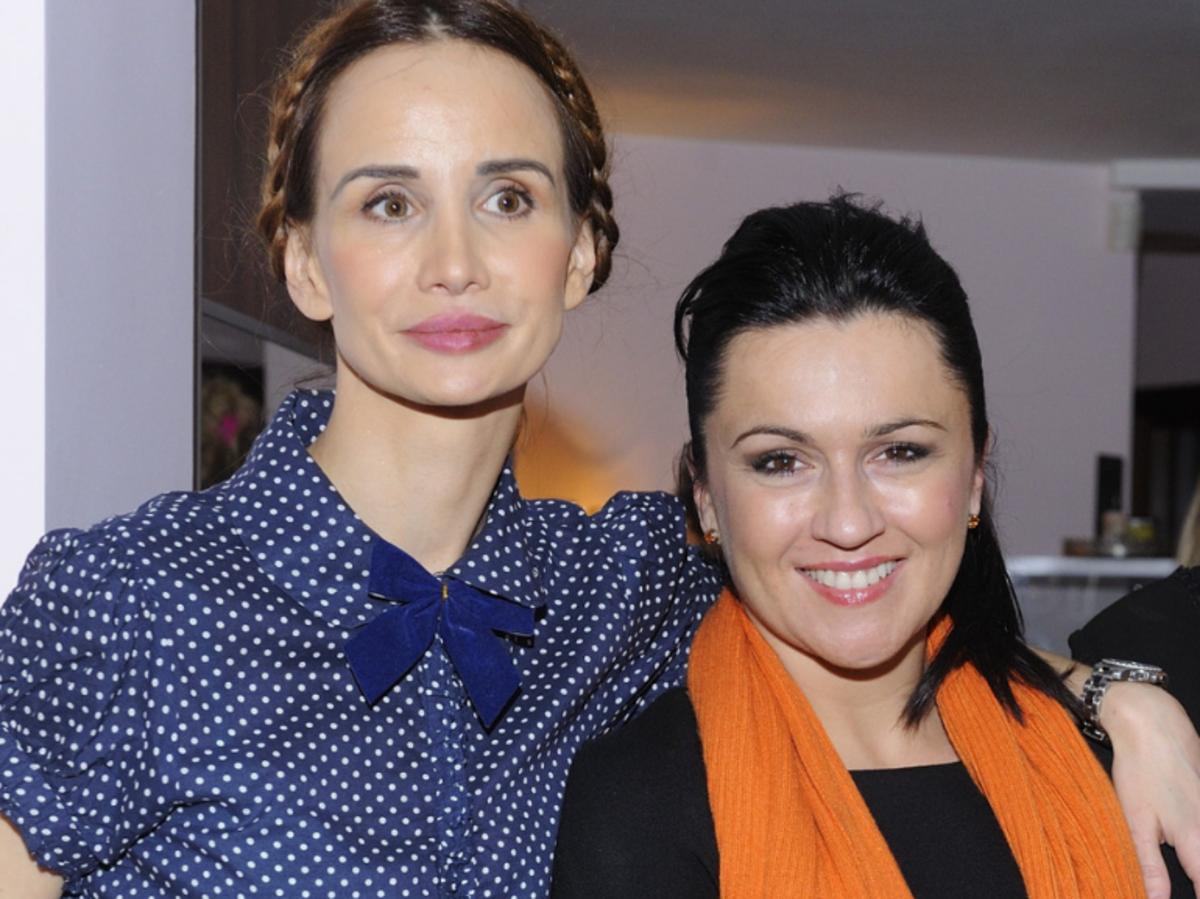 Viola Kołakowska w niebieskiej bluzce, Beata Tadla z pomarańczowym szalikiem