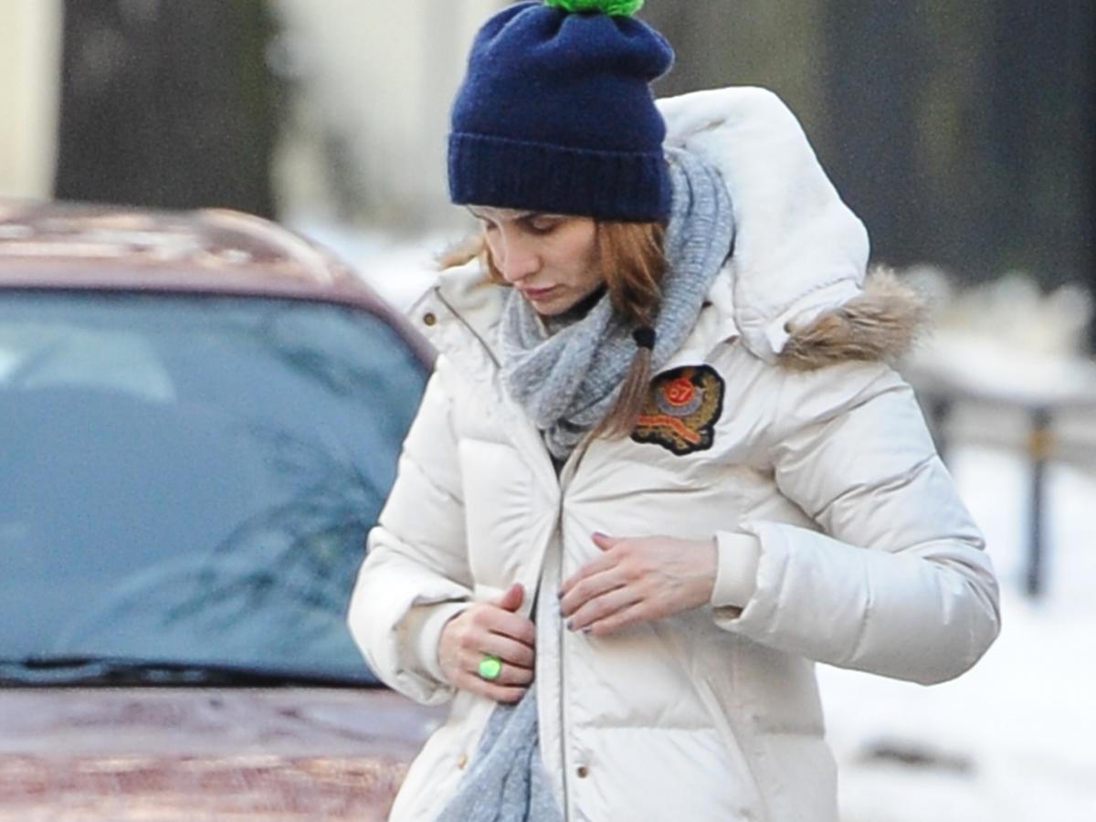 Viola Kołakowska w puchowej kurtce