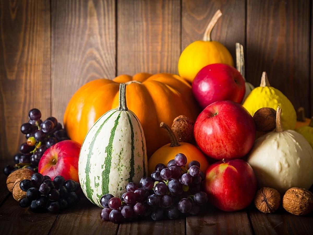 warzywa i owoce w jesiennych kolorach