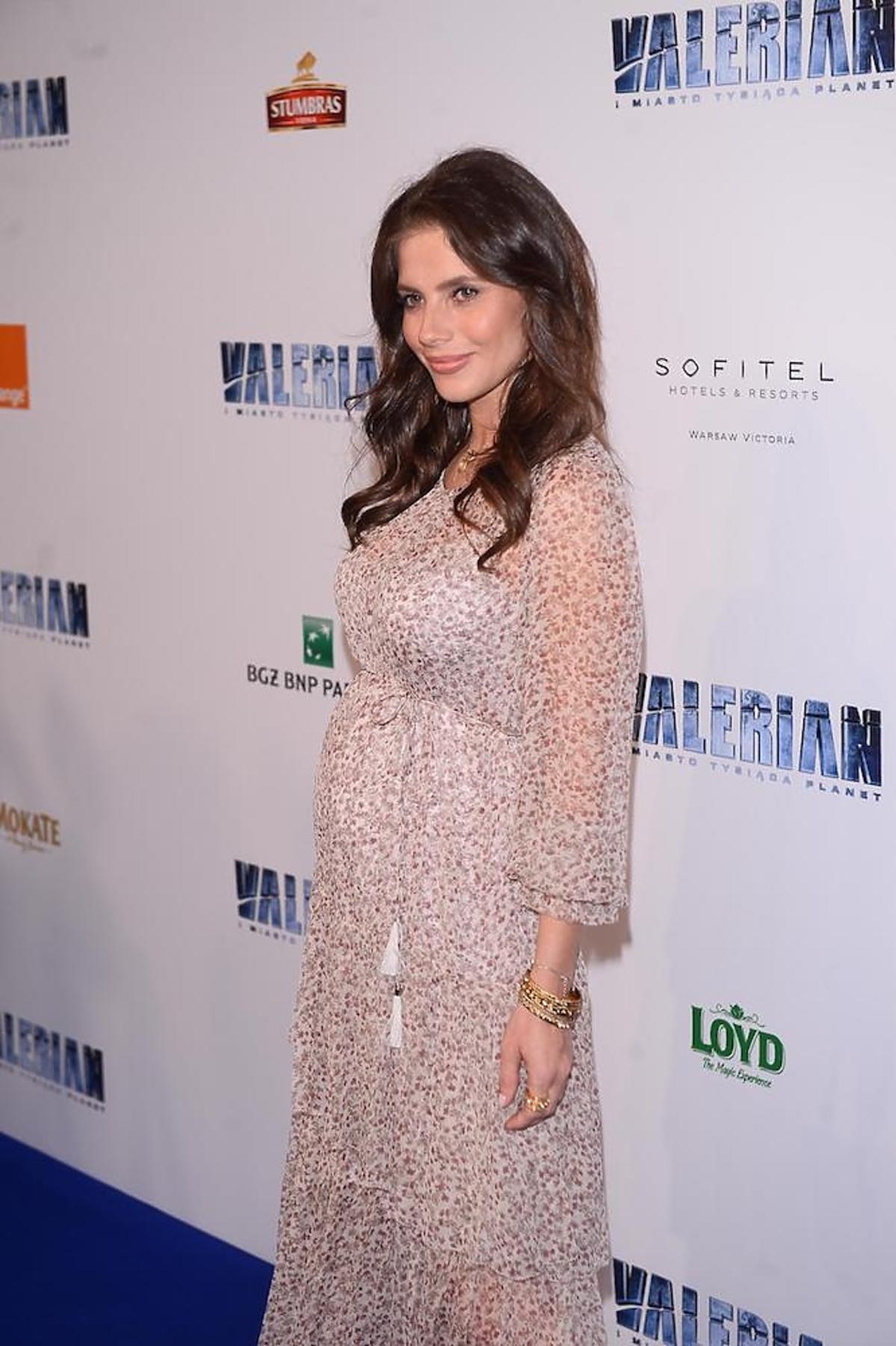 Weronik Rosati w ciąży z Robertem Śmigielskim na premierze filmu