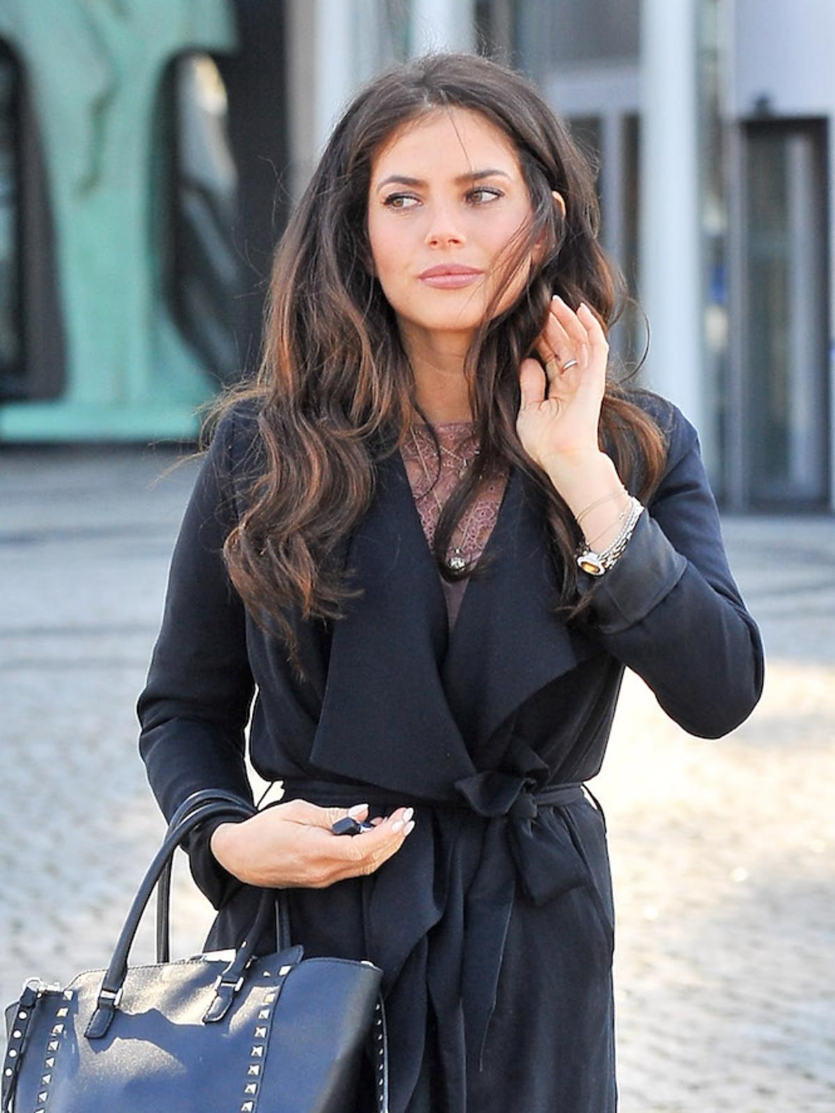 Weronika Rosati z torebką Valentino