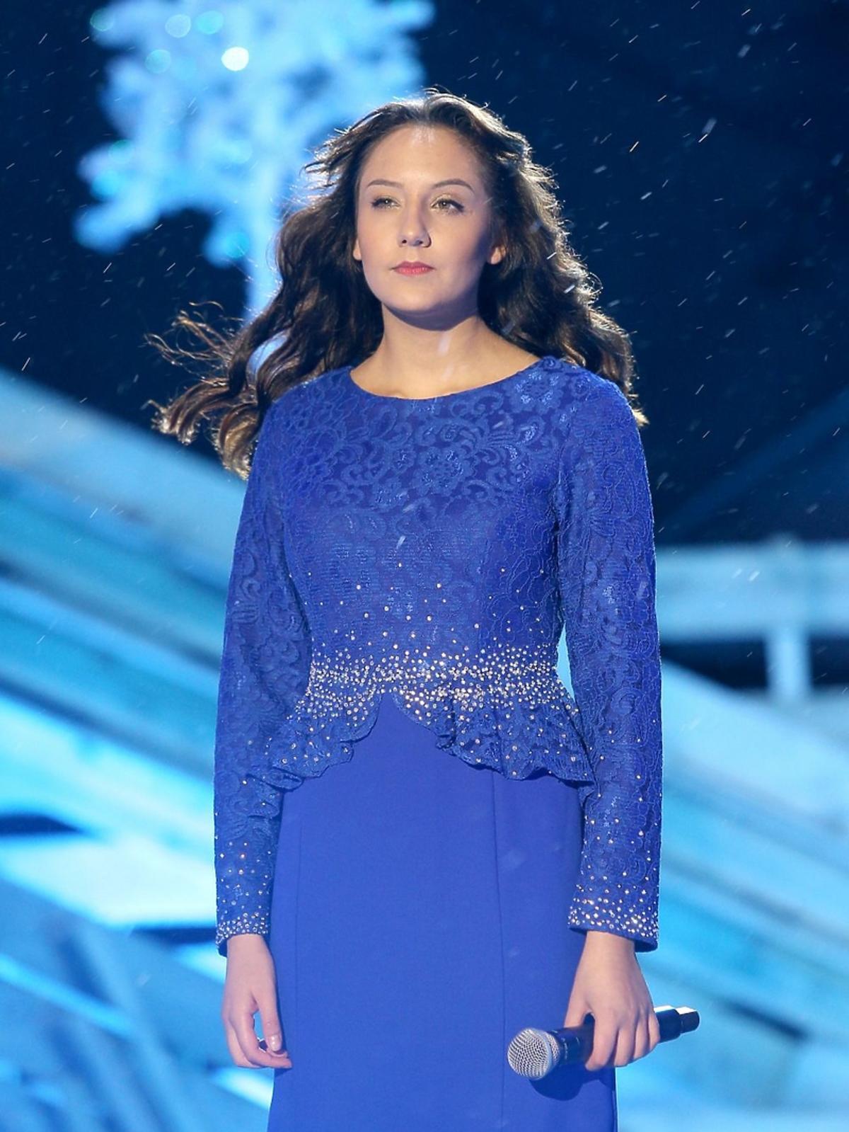Weronika Curyło w niebieskiej sukience