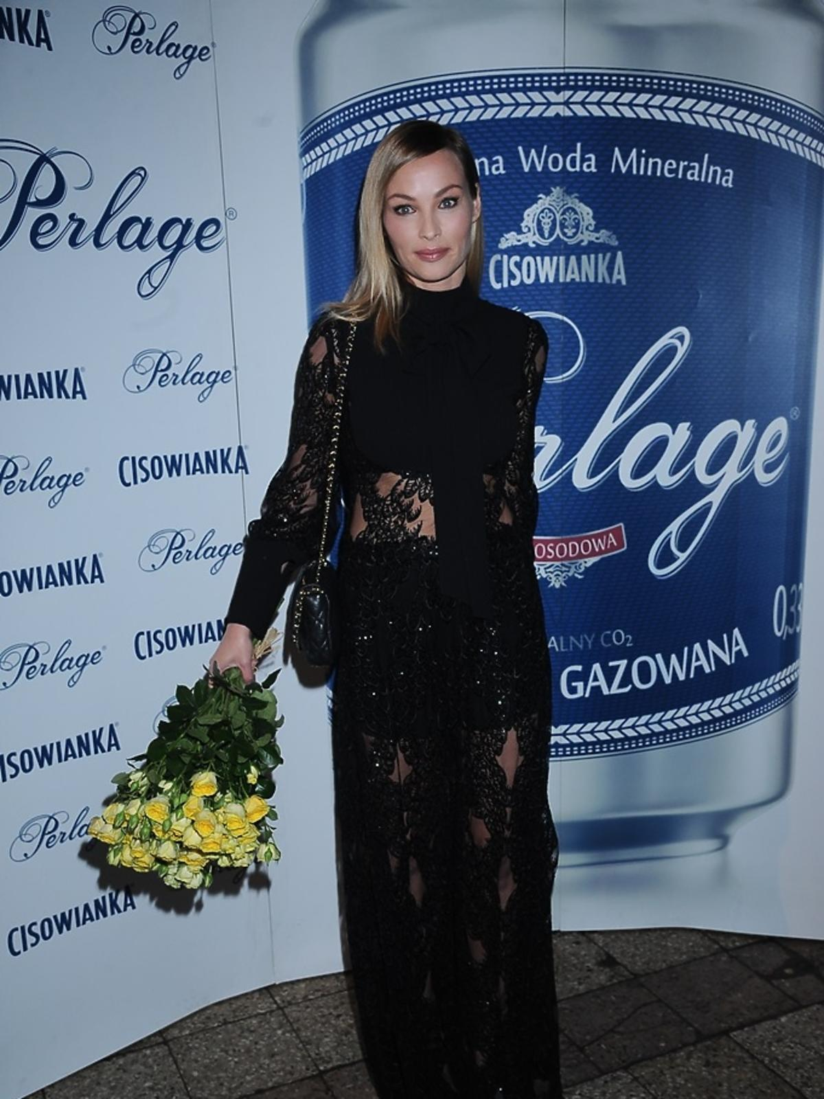Weronika Książkiewicz w czarnej sukni
