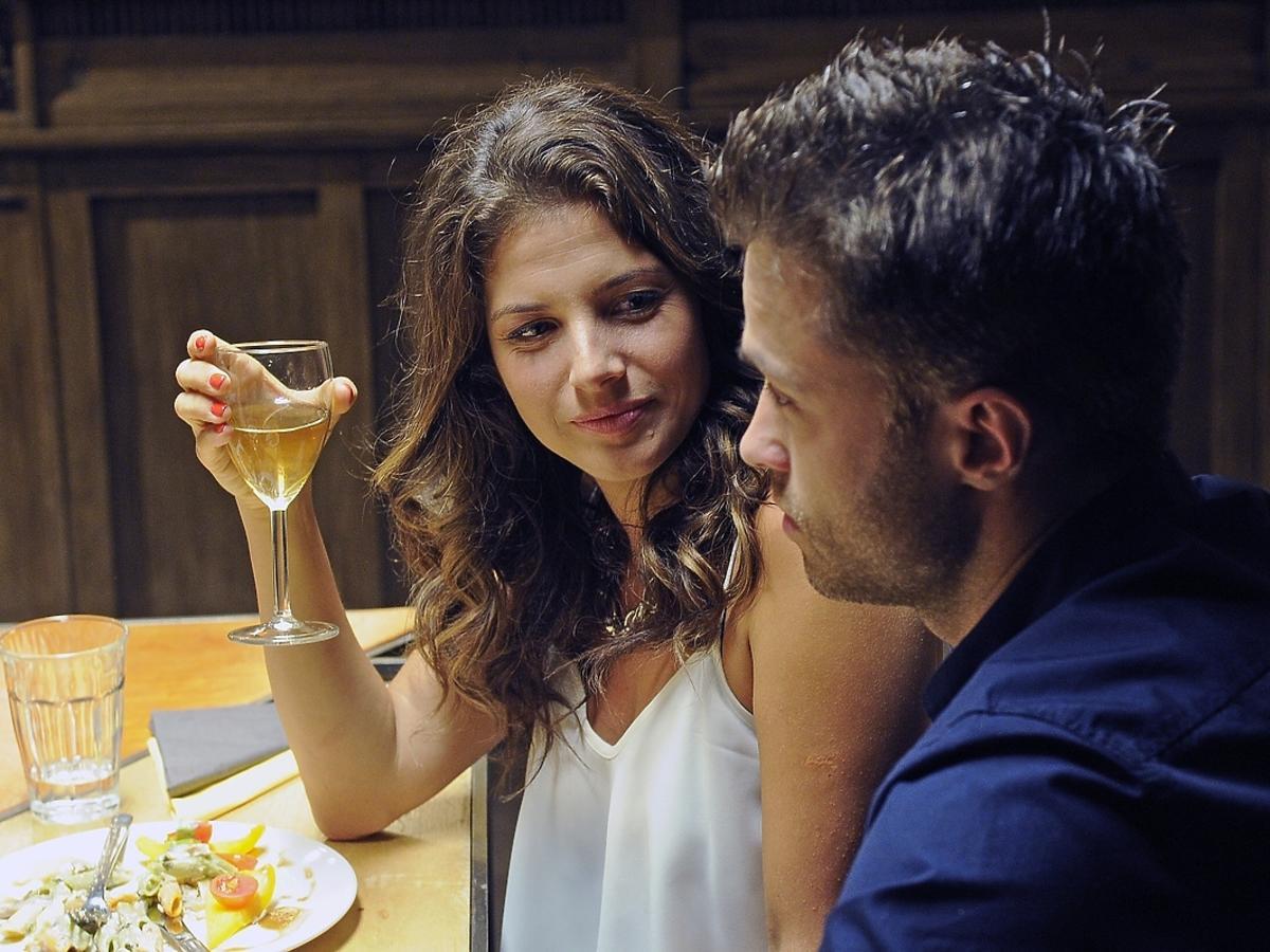 Weronika Rosati i Maciej Zakościelny na planie serialu Strażacy