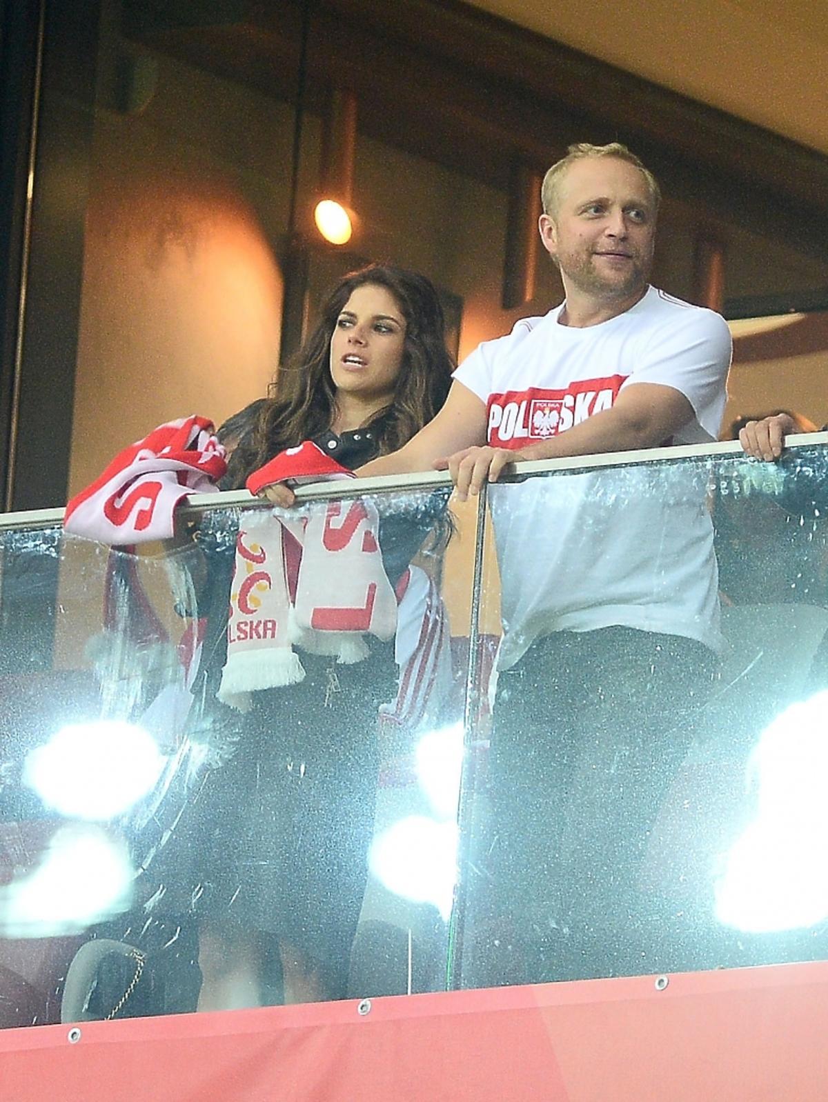 Weronika Rosati i Piotr Adamczyk na meczu Polska-Szkocja. Pierwsze wspólne wyjście Rosati i Adamczyka