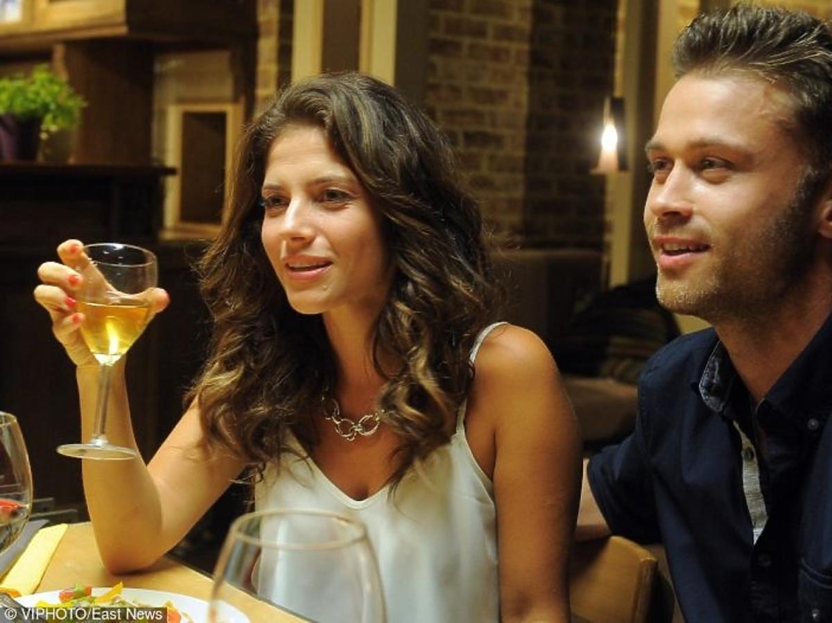 Weronika Rosati, Maciej Zakościelny w restauracji na planie serialu Strażacy