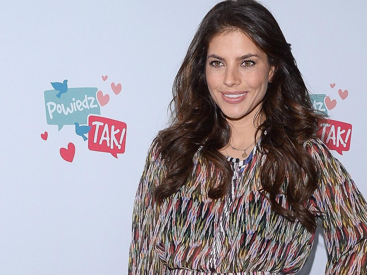 Weronika Rosati w sukience z wzorkami