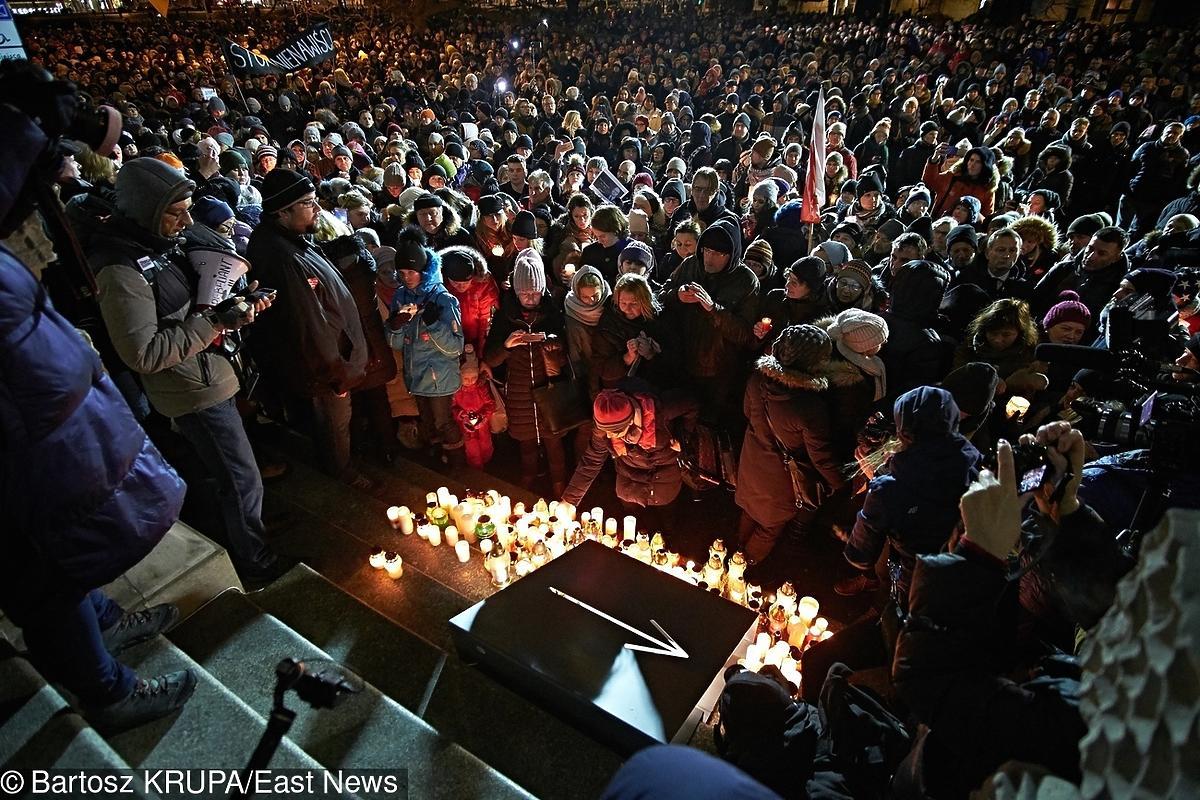Wiece przeciwko nienawiści po śmierci Pawła Adamowicza