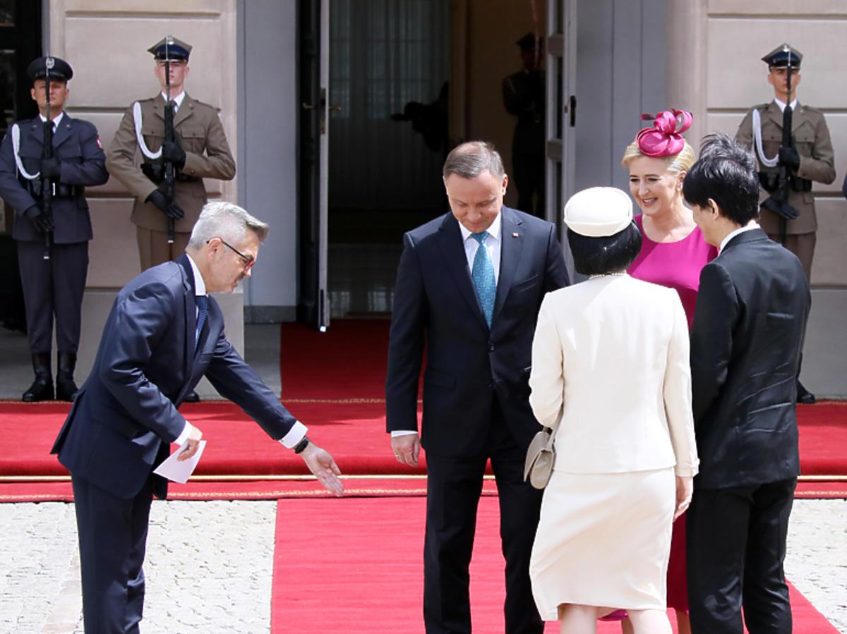 Wizyta japońskiej pary książęcej w Pałacu Prezydenckim. Dla japońskiej księżnej Kiko zabrakło miejsca na czerwonym dywanie