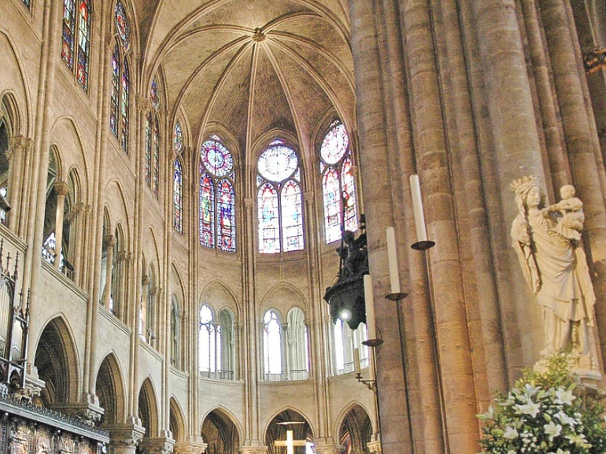 wnętrza katedry Notre Dame