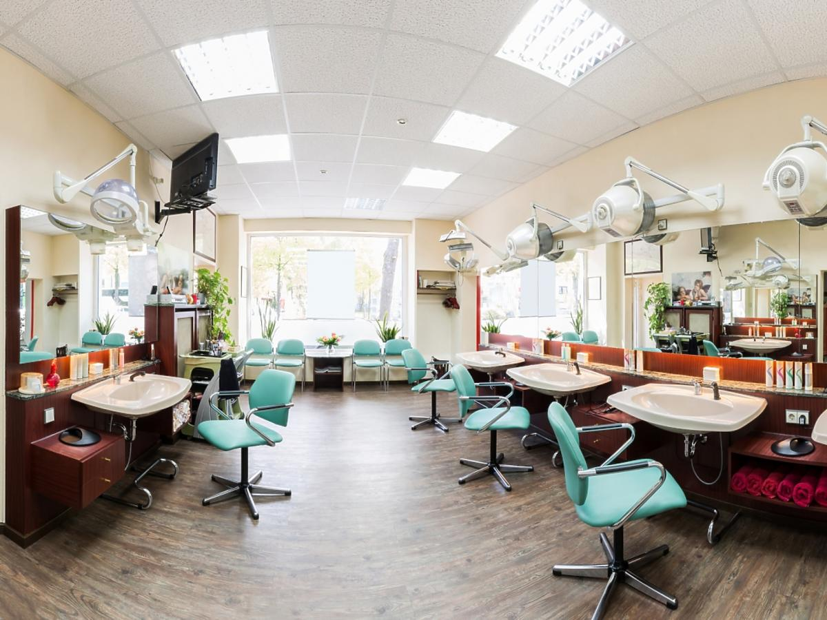 wnętrze salonu fryzjerskiego