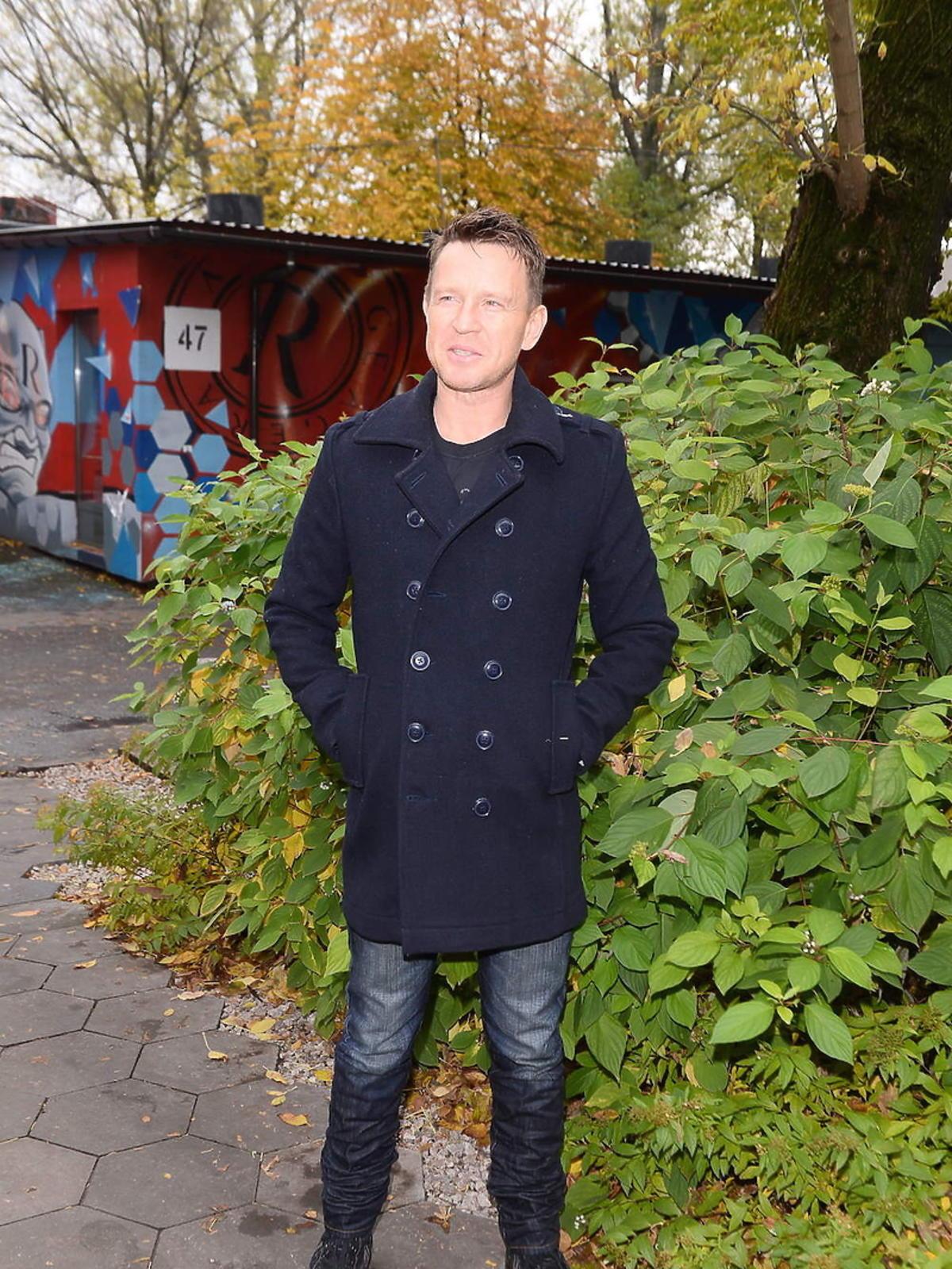 Wojciech Błach na konferencji serialu Na wspólnej
