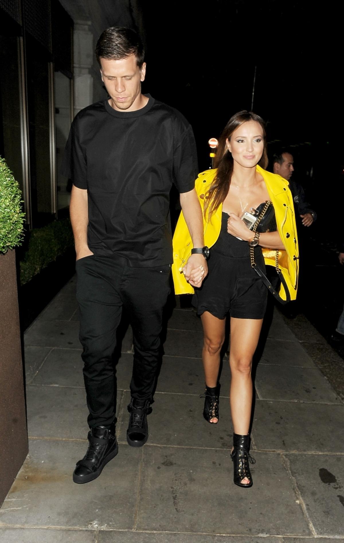 Wojciech Szczęsny i Marina wracają z imprezy w Londynie