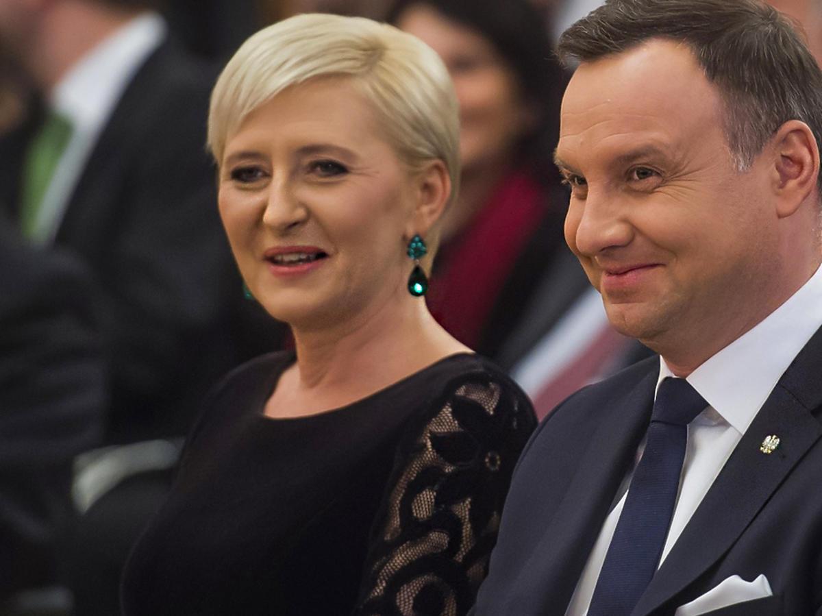 WOW! Andrzej Duda namiętnie całuje Agatę! To zdjęcie to murowany walentynkowy HIT! ZDJĘCIE