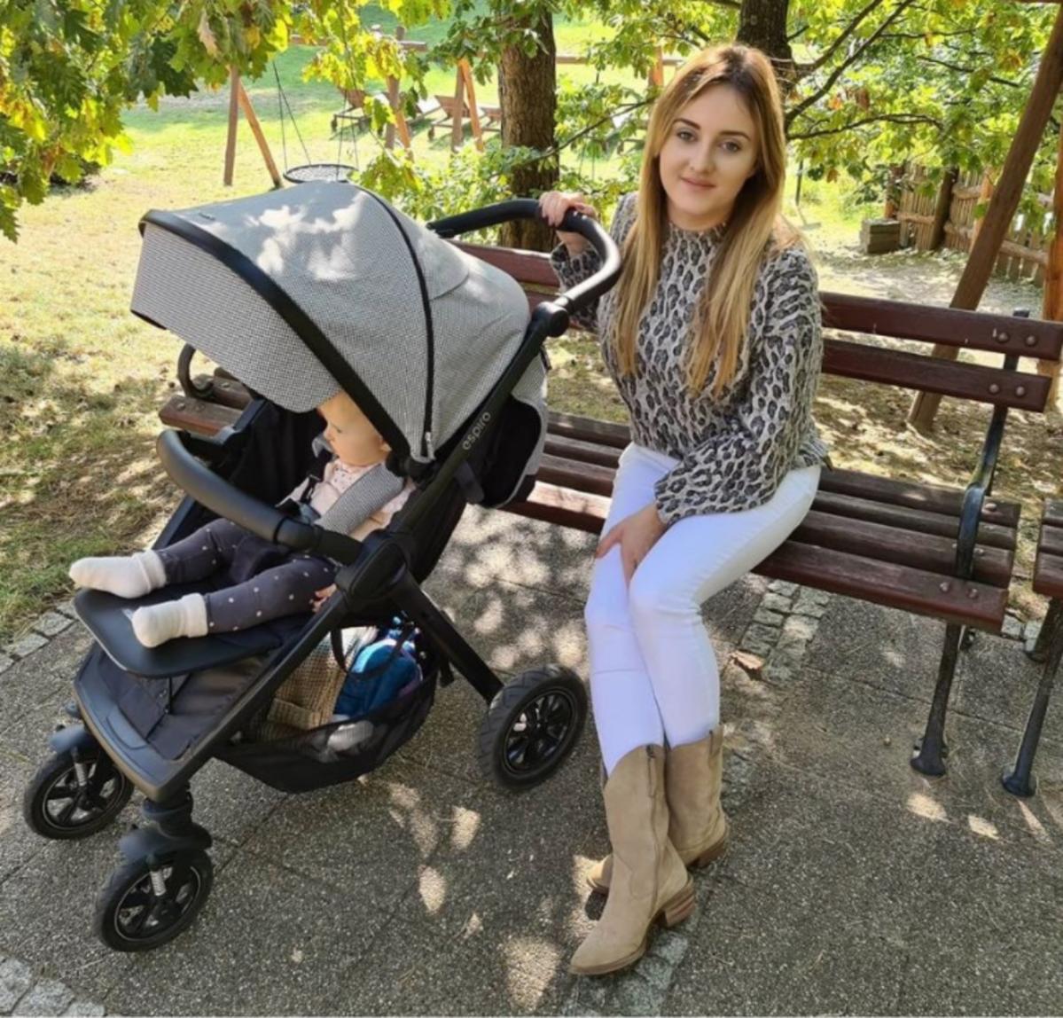 Wózek córki Ani Bardowskiej