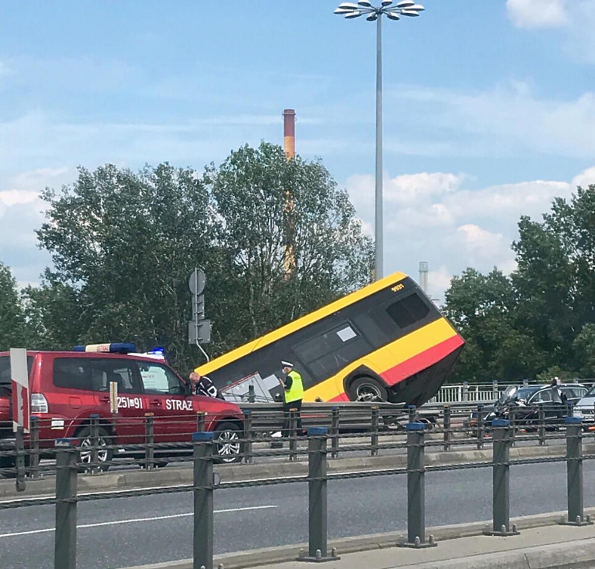 Wypadek autobusu miejskiego w Warszawie
