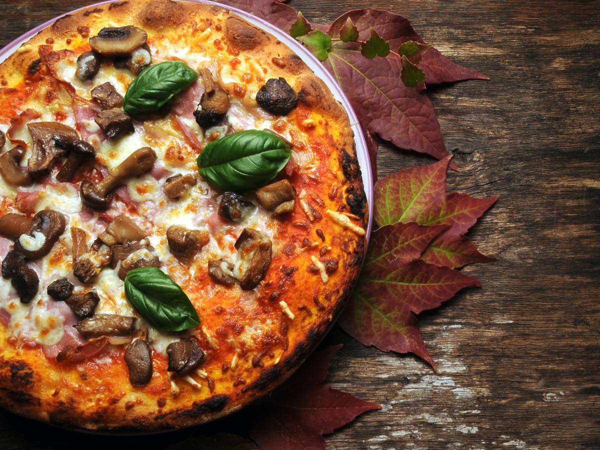 wypieczona pizza