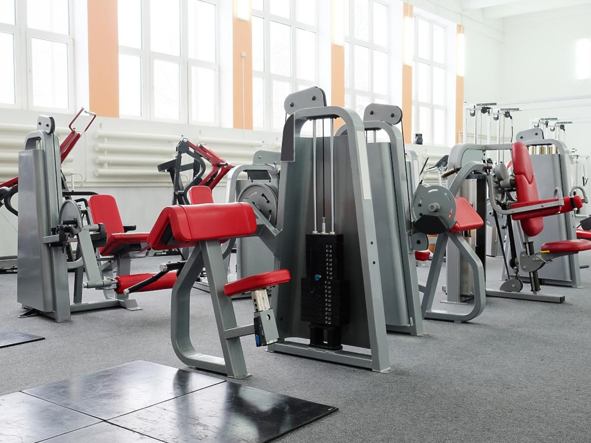 Wyposażenie siłowni.